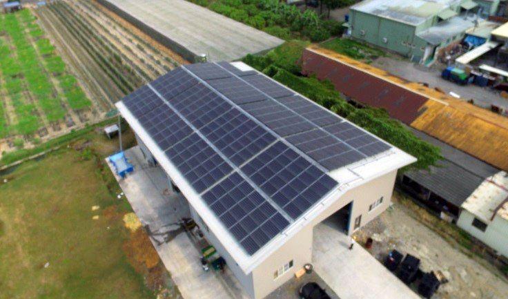 地理位置 : 屏東九如鄉 型態 : 屋頂鋁鎂鋅支架平鋪 設置容量 : 99.84kw
